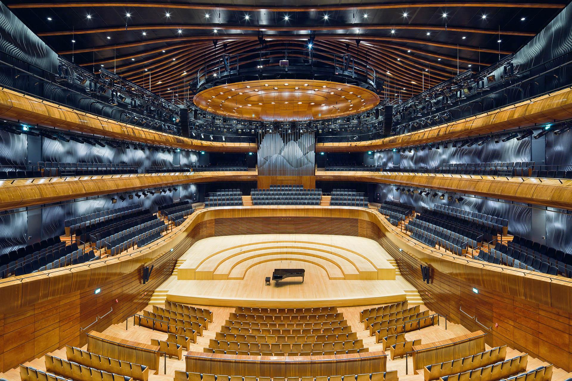 wielka sala koncertowa mieści się wsamym sercu NOSPR-u, to swego rodzaju budynek wbudynku fot.: Daniel Rumiancew © Konior Studio