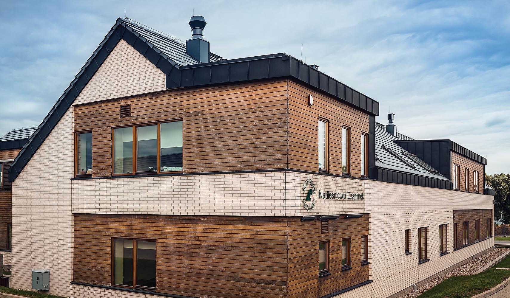 Ceramiczne pokrycia dachowe - trendy 2021. Najwyższa jakość potwierdzona certyfikatami. © RÖBEN