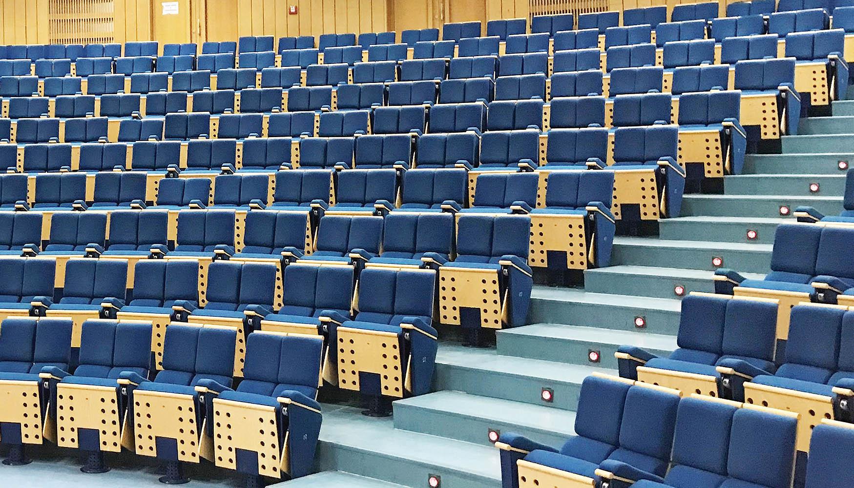 Kompleksowa aranżacja sal kinowych, teatralnych i audytoriów © SELLA